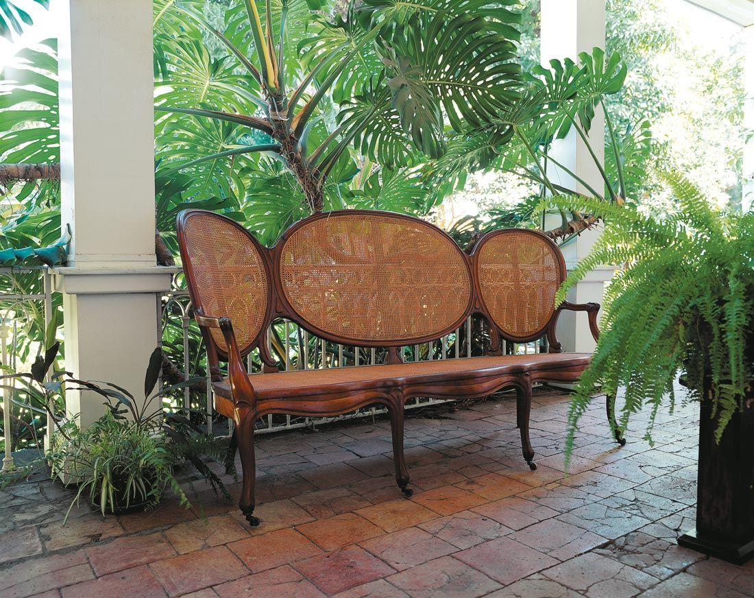 Meublier Creole Image Reunion Gelabert 81g Jpg 1100 872 Mobilier De Salon La Reunion Maisons Tropicales
