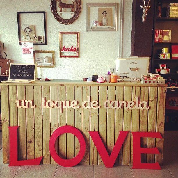 Valentine day un toque de canela store sitges our for Decoracion para aparadores