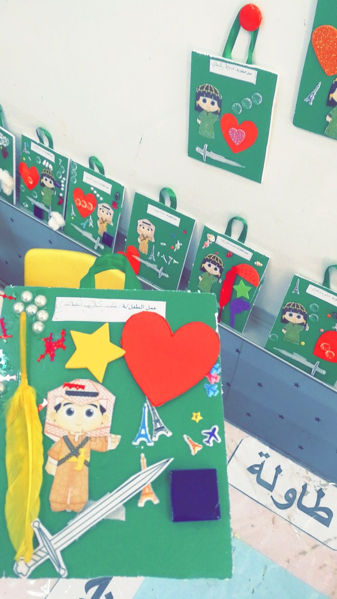 ركن فني وحدة وطني لوحة للطفل Fun Crafts For Kids Activities For Kids Ladybug Birthday Party