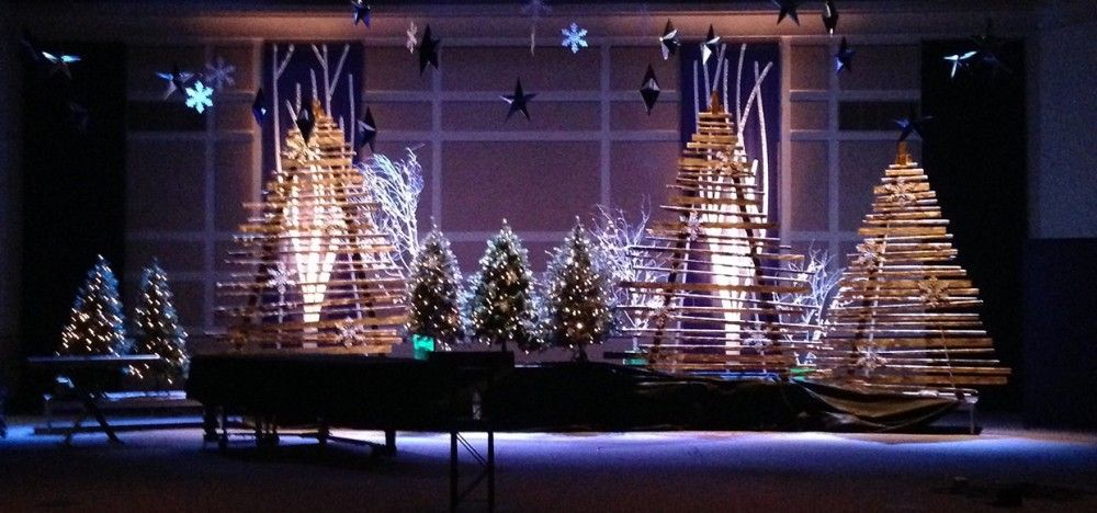 Pallet Christmas Tree Google Search In 2020 Church Stage Design Christmas Stage Design Christmas Stage