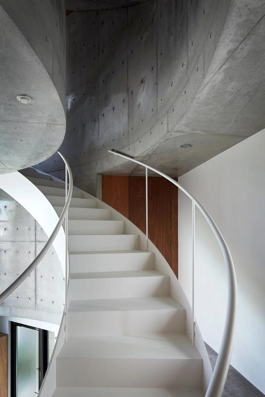 Best Ryu Mitarai Associates Connects Floors Of House 400 x 300
