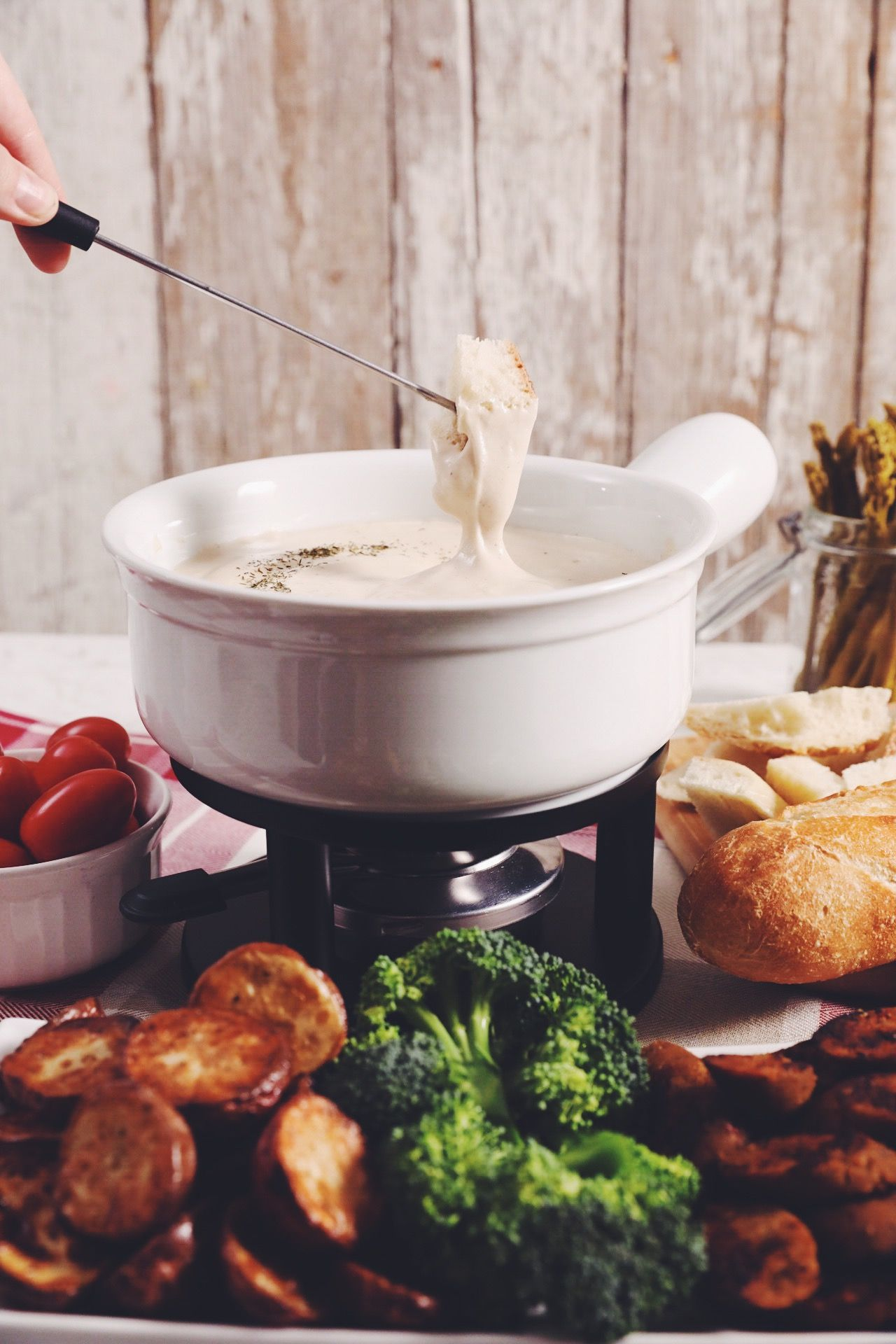 the ultimate vegan beer cheese fondue | hot for food by Lauren Toyota
