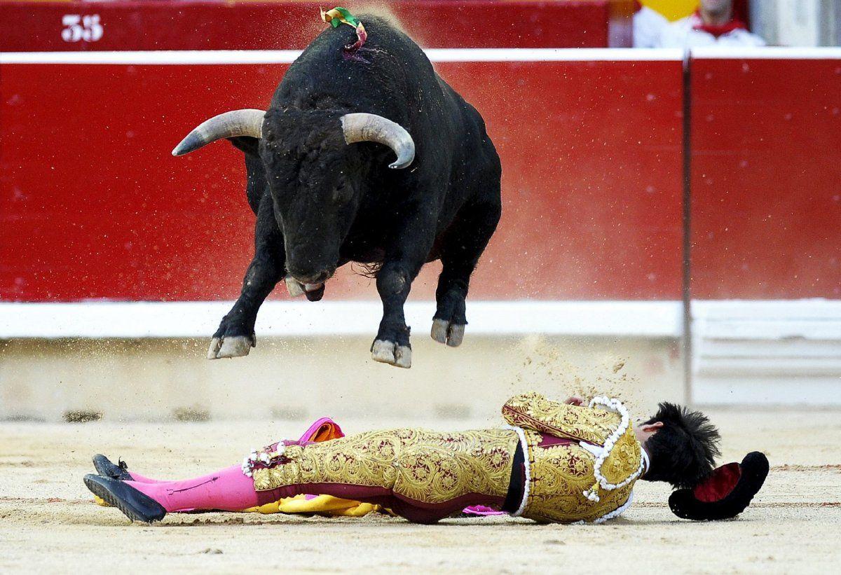 """San Fermín comienza en #Pamplona con el lanzamiento del """"chupinazo"""".  Feria de San Fermín  via #huffingtonpost.es"""