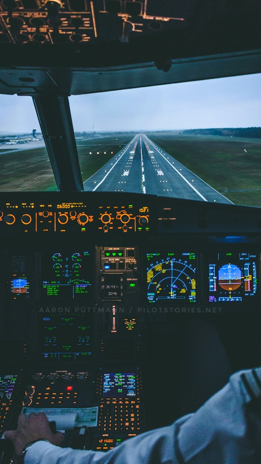 Airplane Wallpaper 4k For Mobile Airplane Wallpaper Aviation Wallpaper Iphone Wallpaper Airplane