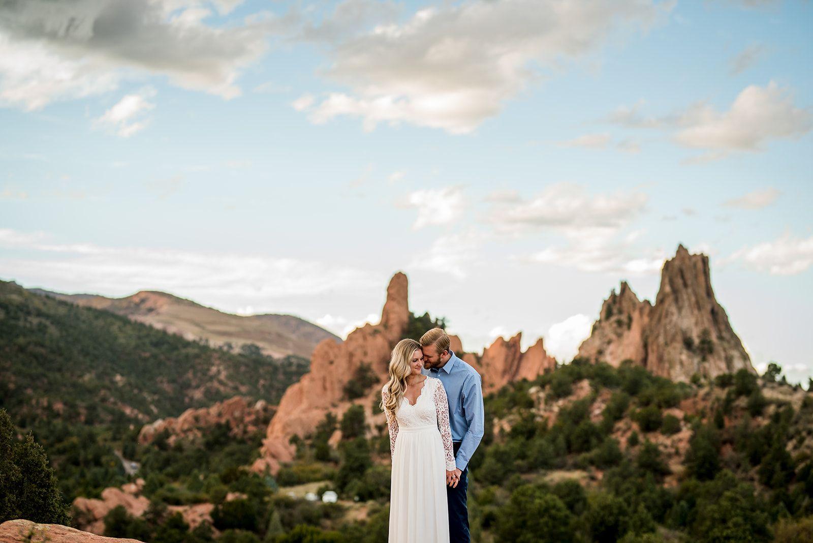 Garden Of The Gods Engagement Colorado Engagement Photos Colorado Wedding Elopement Photography Engagement Pictures