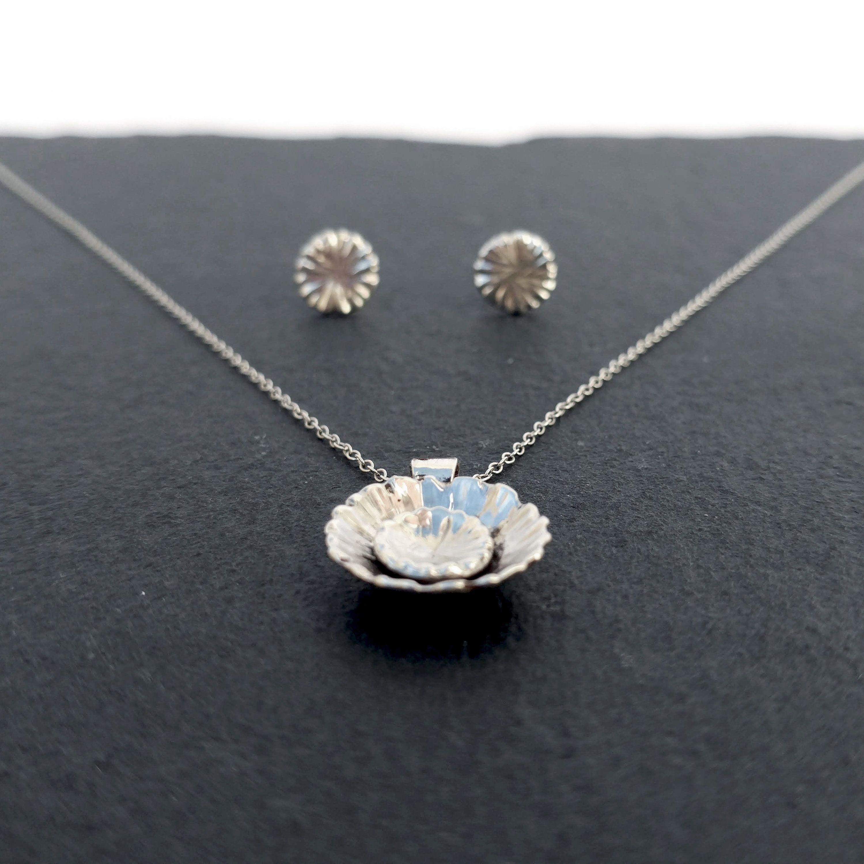 Women Retro Flower Design Pendant  Necklace National Style Jewelry Gift CB