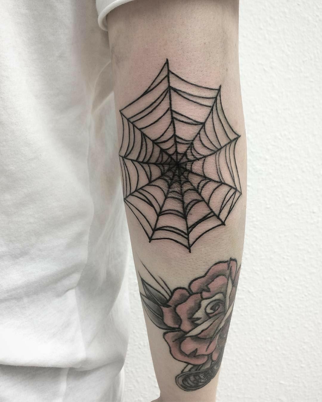 Pin De Juliana Omena Em Tatuagens Tatuagens No Cotovelo Tatuagens Modernas E Tatuagem De Teia De Aranha