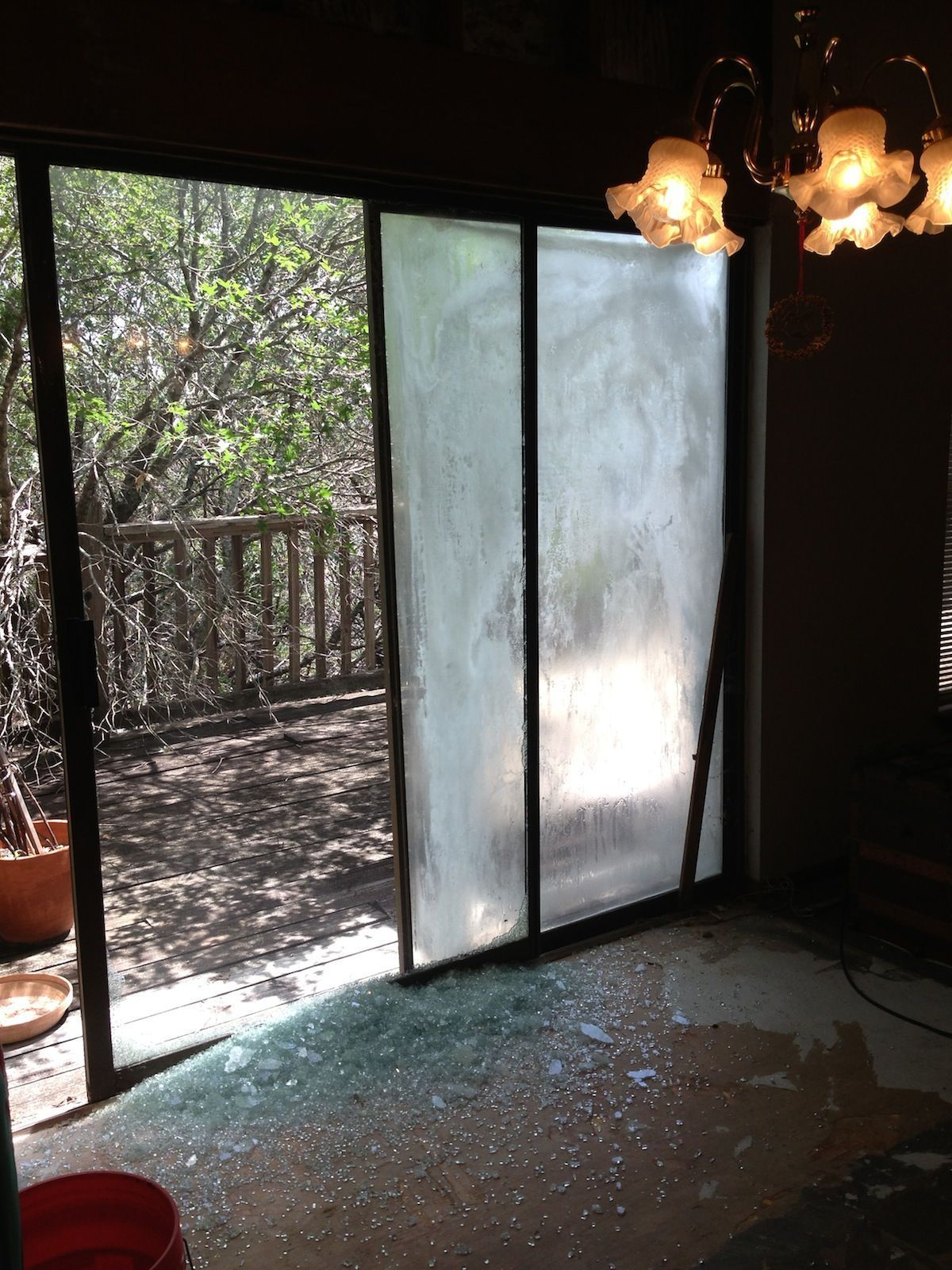 Fogged Glass And A Broken Sliding Glass Door What Happened Here