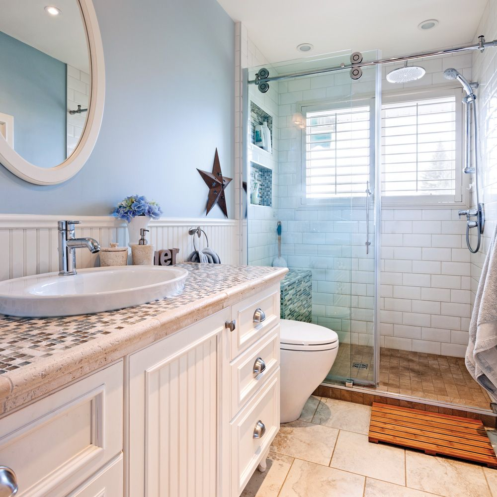 Salle de bain au look champ tre bord de mer petites - Comment installer un lavabo de salle de bain ...