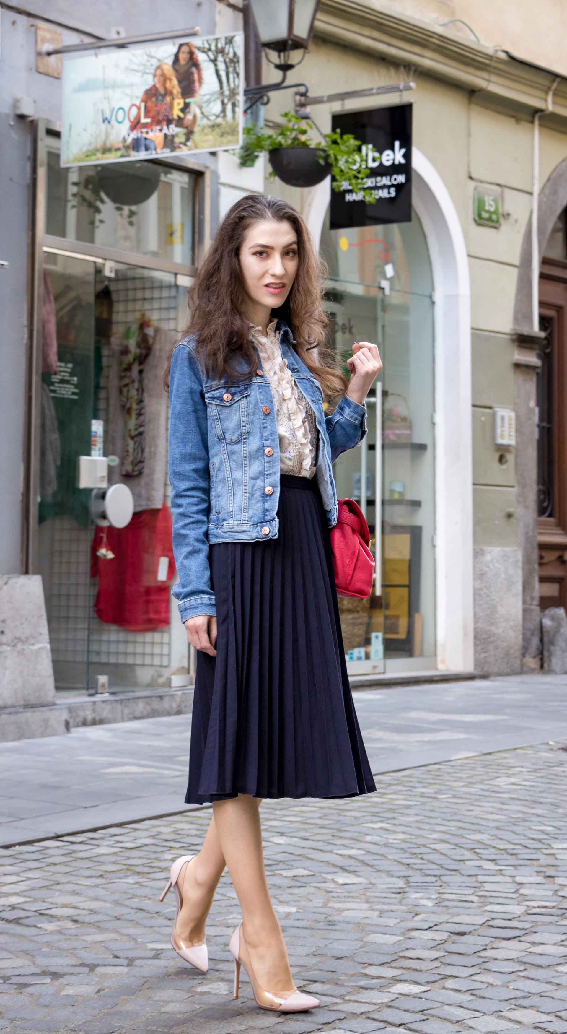 bc2aff17af Fashion Blogger Veronika Lipar of Brunette from Wall Street sharing what to  wear for brunch on cold summer days #fashion #blogpost #chic #casual ...