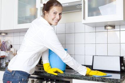 femme qui nettoie