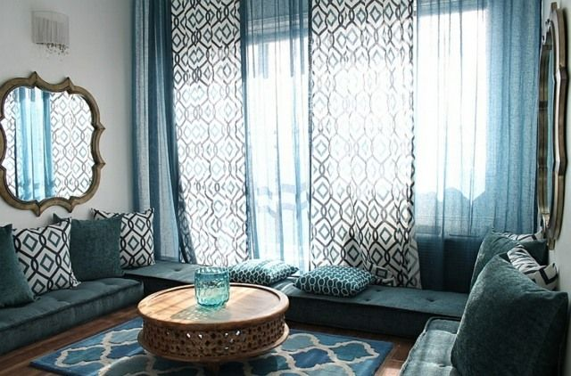 vorhänge mit figuren und motiven kleiner tisch marokkanischer art ... - Moderne Marokkanische Wohnzimmer