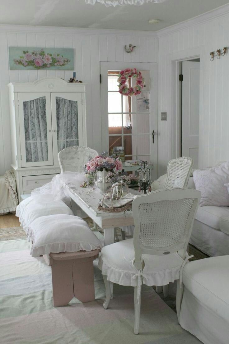Crisp whites and pale pinks with a hint of mint green