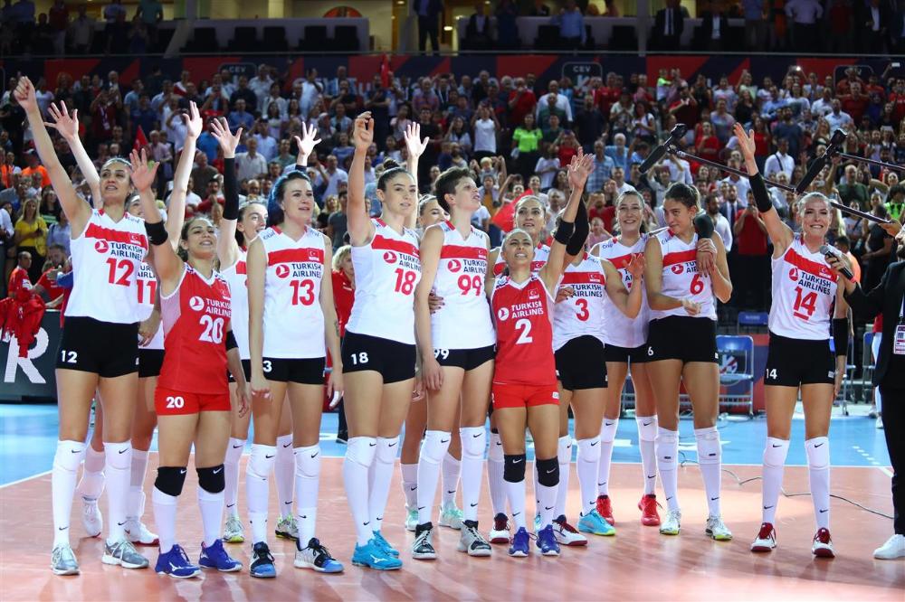 Martinfungac Adli Kullanicinin Women S European Volleyball Championship 2019 Panosundaki Pin Voleybol Mac Almanya