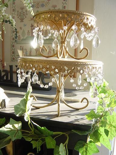 wedding cake stand with hanging crystals wedding cakes cake stands with hanging 25684