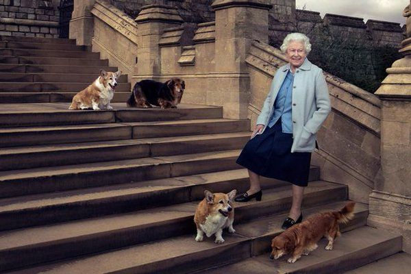 The 3 official Photos to mark the Queen's 90th Birthday taken by Annie Leibovitz