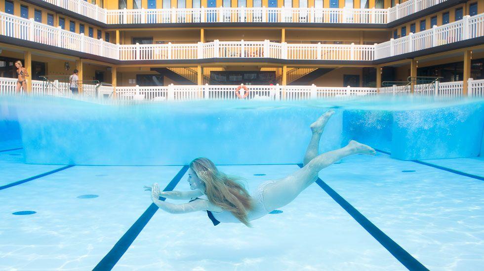 Piscine molitor swimming in paris s historic pool http for Molitor swimming pool paris