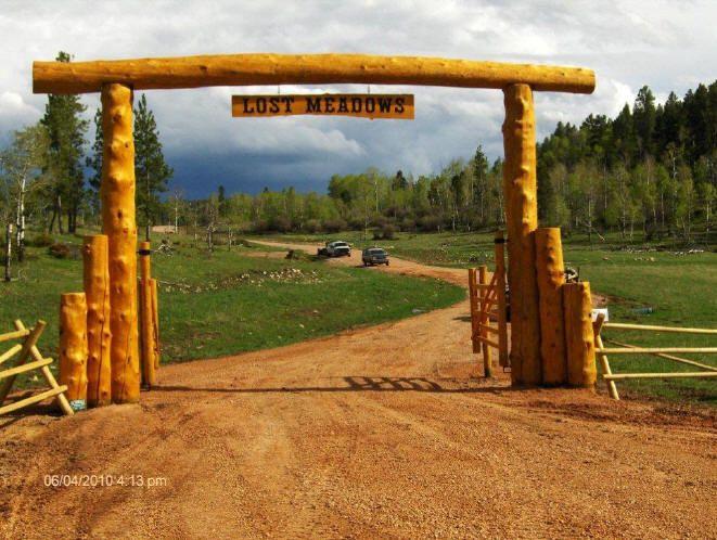 Log ranch gate driveway gates pinterest gate ranch for Ranch entrances ideas