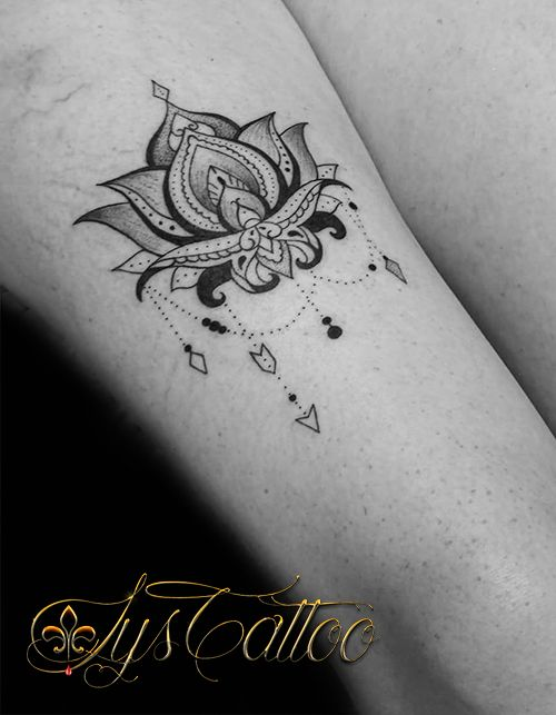 tatouage femme cuisse fleur de lotus. Black Bedroom Furniture Sets. Home Design Ideas