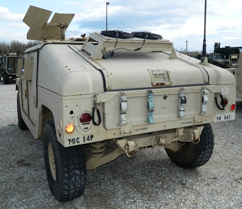 Sand & 3-color M1025's w/ GSK, ASK & external Red Dot Air Conditioner - HMMWV In Scale