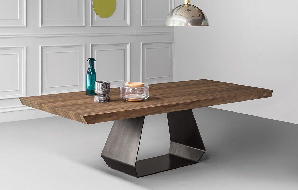 Die Esstisch Kreation Von Gino Carollo Reprasentiert Extravagantes Italienisches Design Die Basis Bildet Das Ge Holztisch Holztisch Design Holztisch Esstisch