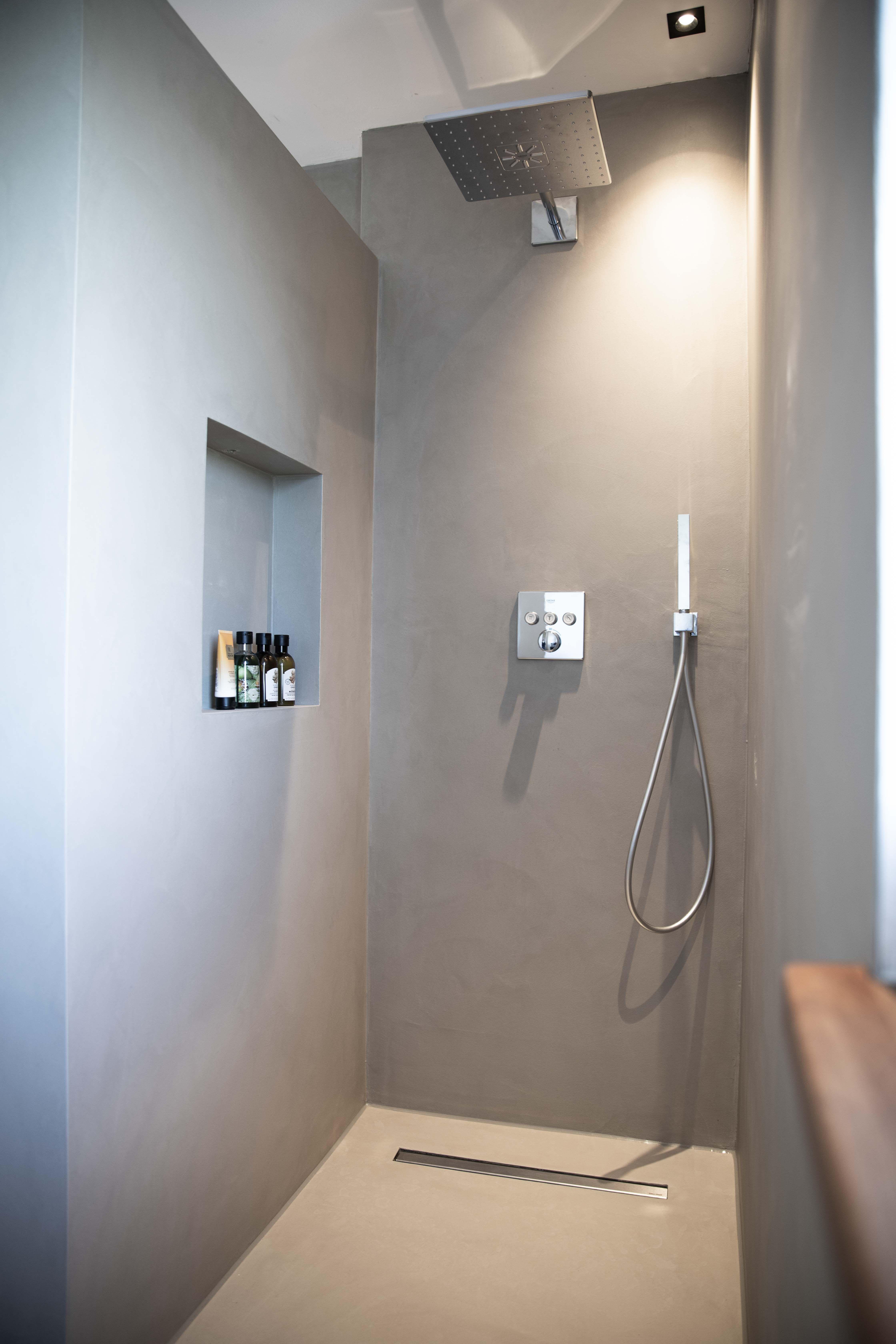 Creafloor Design Sichtestrich Von Singhammer Im Werkhaus In 2020 Badezimmer Dachgeschoss Badezimmer Design Badezimmer Innenausstattung