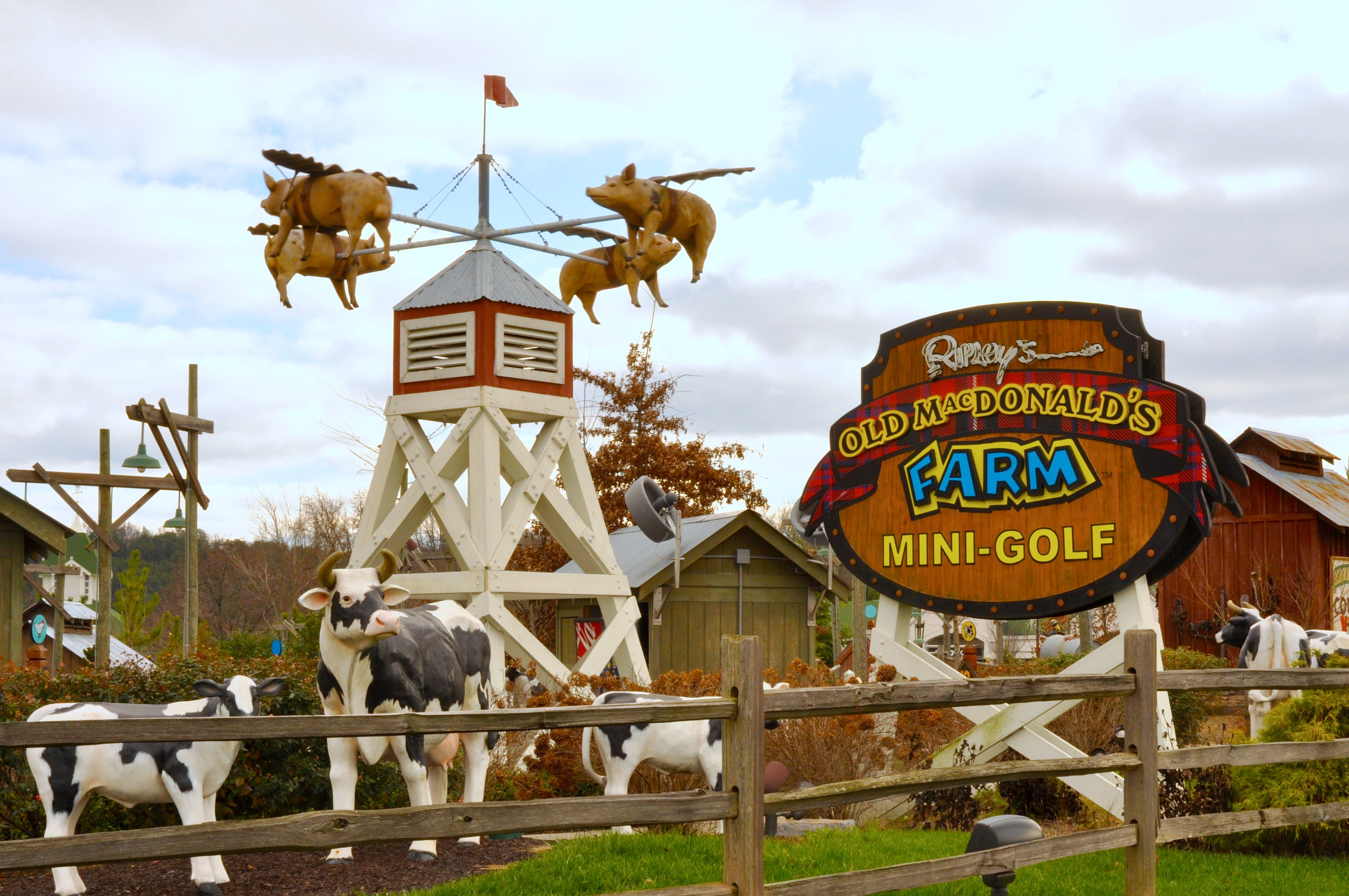 Ripley's Old MacDonald's Farm Mini-Golf | Mini golf, Gatlinburg ...