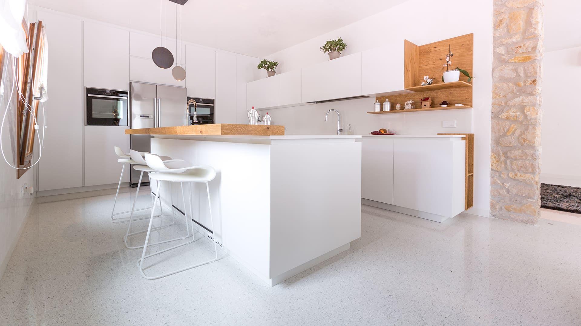 Idee Ristrutturazione Cucina Soggiorno ristrutturazione cucina: idee per pavimenti e rivestimenti