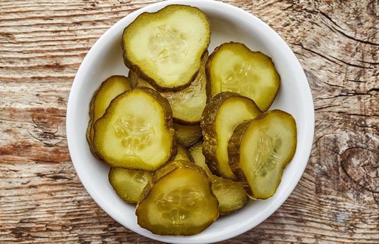 12 receitas de picles que vão te fazer ver esse prato com outros olhos |  Picles, Como fazer picles e Picles de pepino