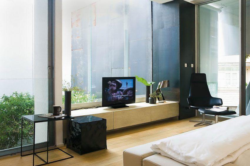 Room Tv In Front Of Window