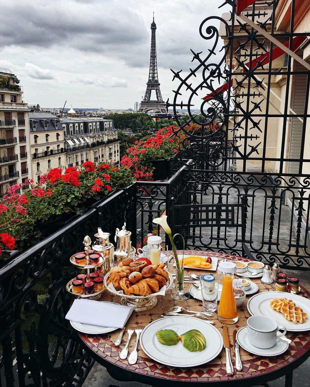 / Breakfast in Paris. / KatariCho!