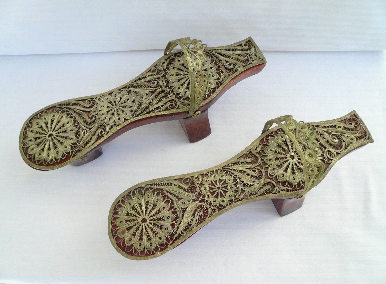 Vintage Japanese Geisha Shoes In Wood And Metal Shoes World Japanese Geisha Beautiful Hair Accessories