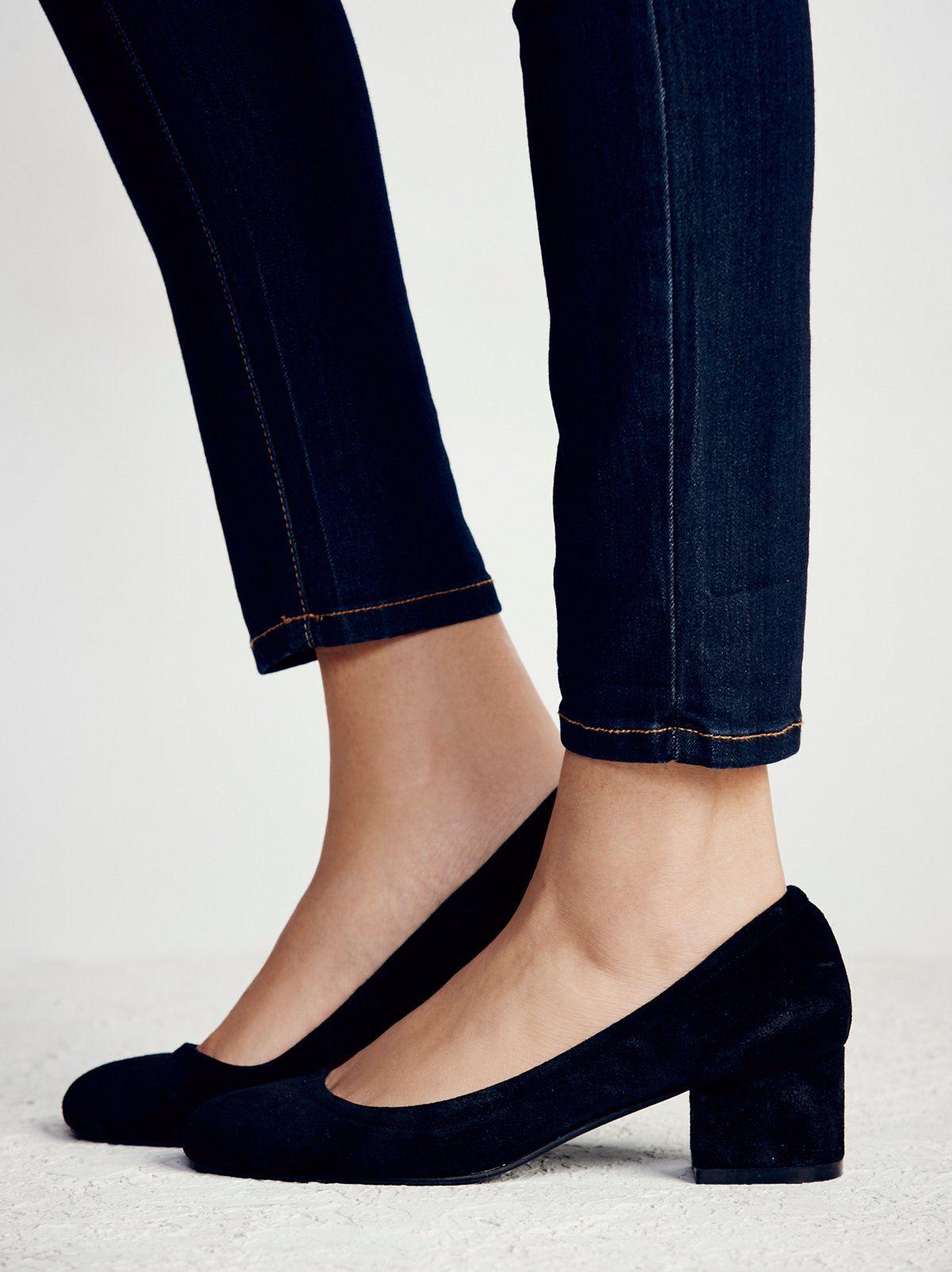 Cyndi Block Heel | Suede round-roe block heel shoes.