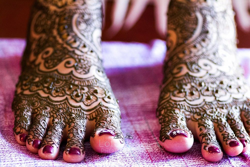 Mehndi Ceremony Description : Get gawjus henna mehndi ceremony outfits makeup hair decor