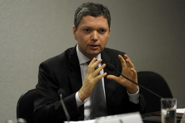 O Ministro da Transparência que criticou Lava Jato em conversa com Renan decidiu deixar o cargo. Ele é o segundo ministro a deixar cargo por gravações de Sérgio Machado. Ele enviou carta de demiss…