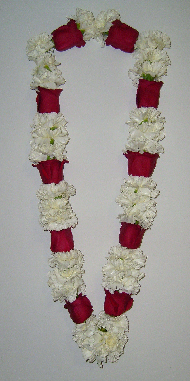 Pin By Amna Parveen On Garlands Flower Decorations Indian Wedding Garland Garland Decor