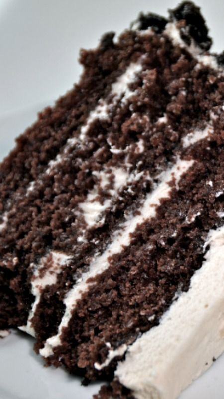 Cookies And Cream Oreo Cake ~ the cake itself has such rich chocolate flavor although light in texture and the cream filling/icing is to die for. It honestly tastes just like the center of an Oreo. #cookiesandcreamcake