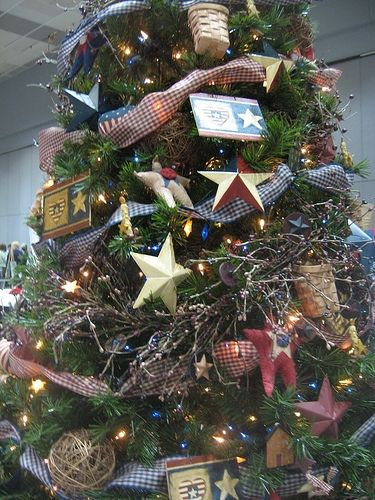 Pin By Ashley Vandeveer On Christmas Time In 2020 Christmas Themes Decorations Patriotic Christmas Tree Patriotic Christmas
