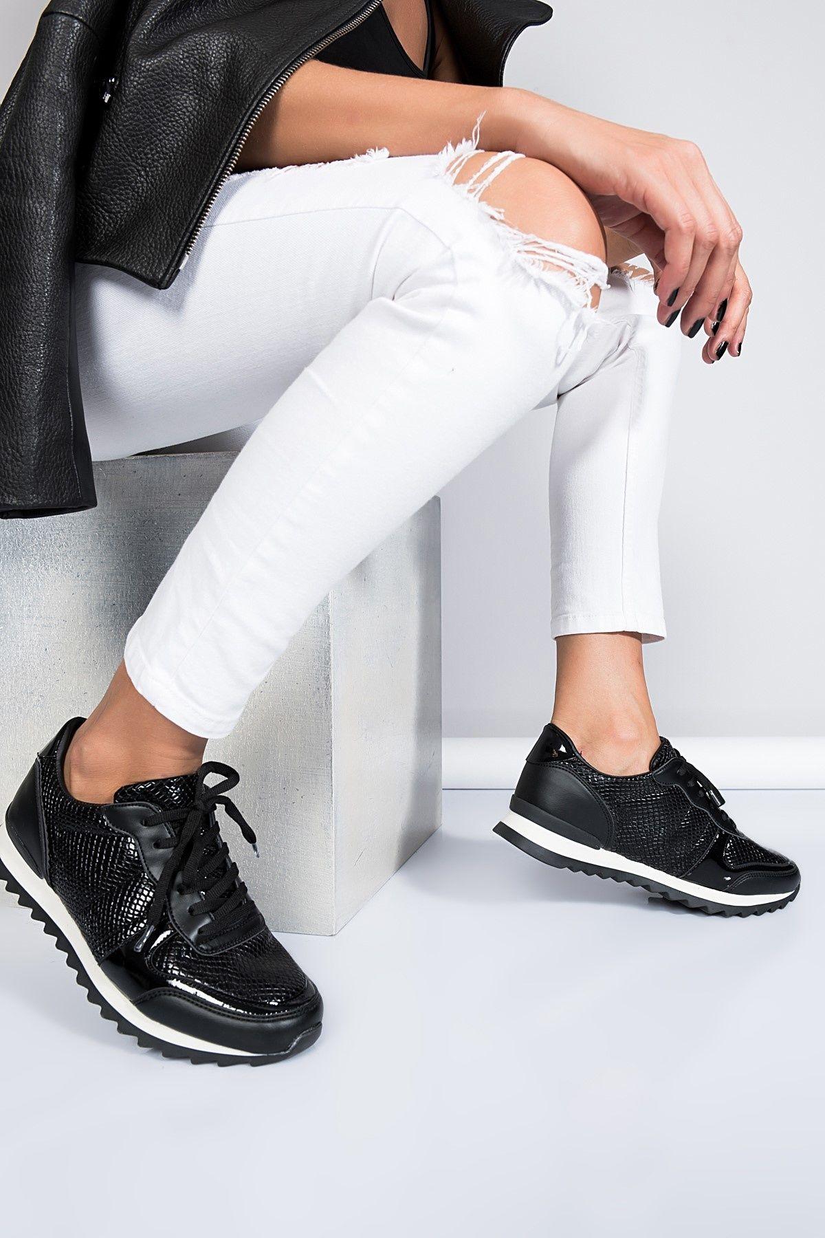 Shoes And Bags Panosundaki Pin