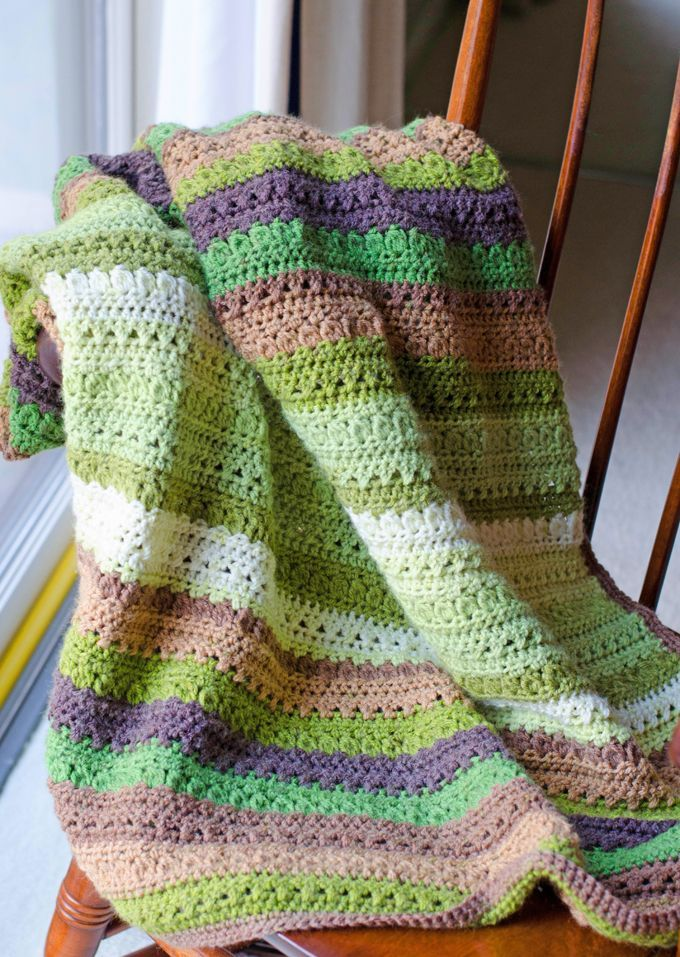 I\'m loving this free crochet afghan pattern. The Fields & Furrows ...
