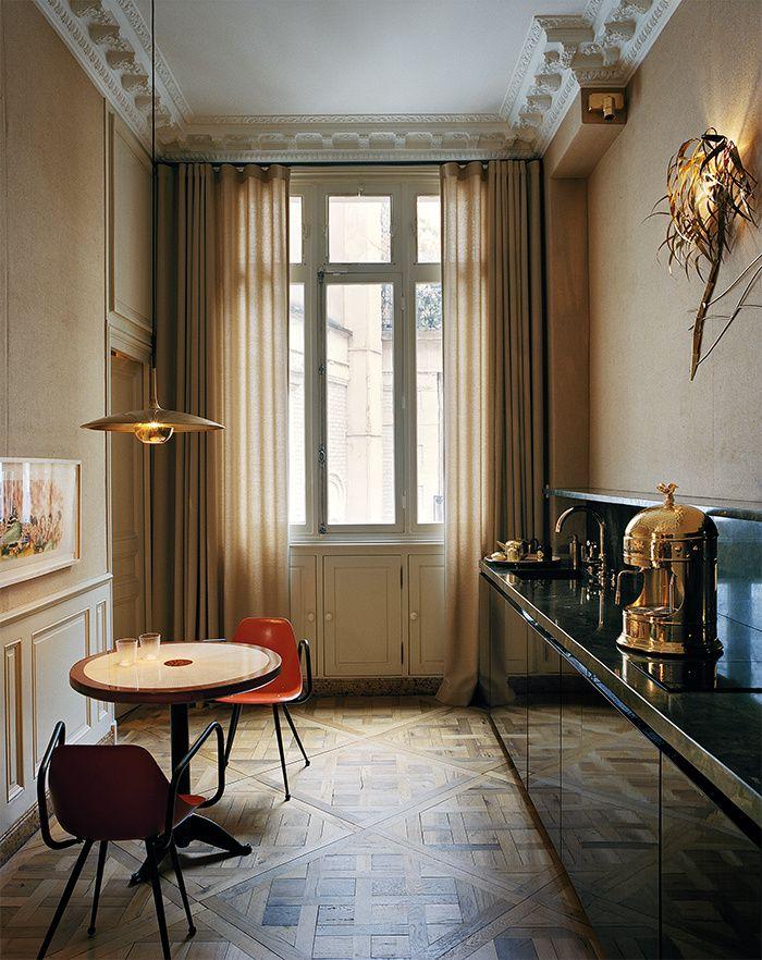 Un appartement bourgeois à Paris Interiors, Kitchens and Green marble