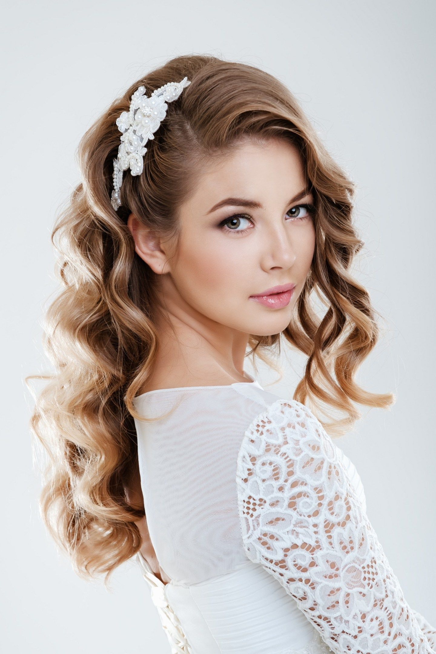 Choosing the perfect hairstyle to match your wedding dress al make