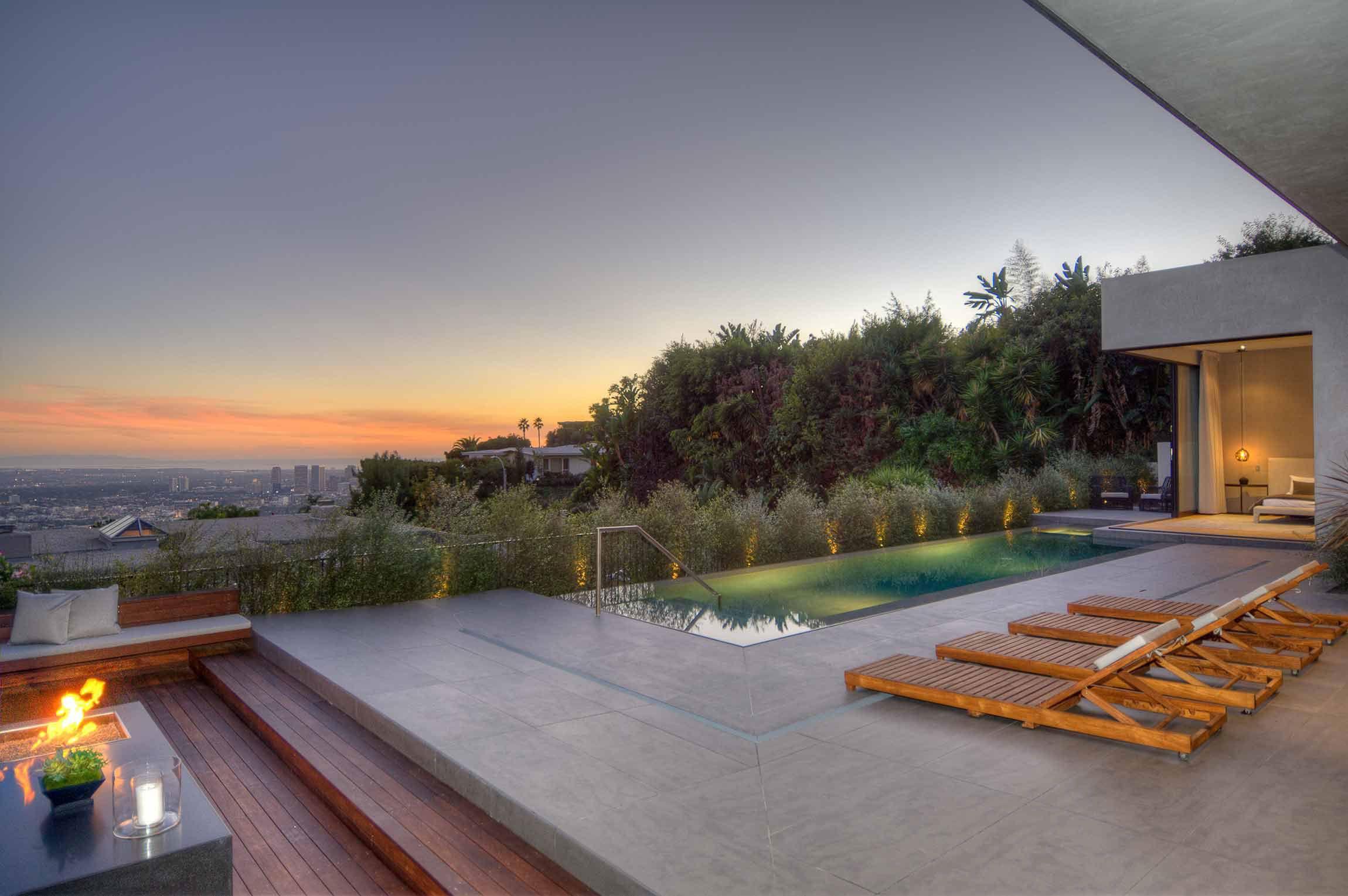 Modern residence in los angeles by la kaza and meridith for Casa de lujo minimalista y espectacular con piscina por a cero