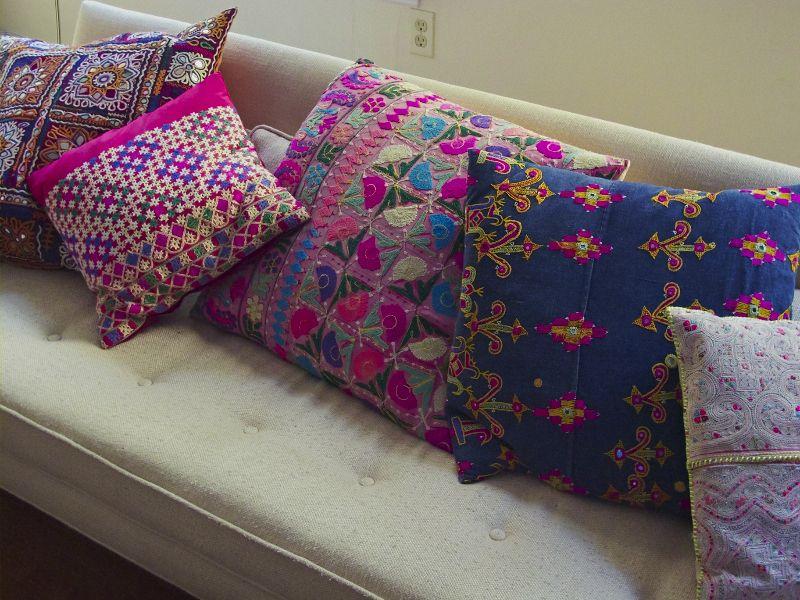 HabitacinEstudio almohadones cojines tpicos de Guatemala  Telas  Colorful couch Couch pillows y Pillows