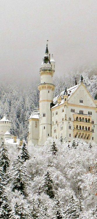 Snowy Neuschwanstein Castle Germany Tumblr 美しい場所 風景 旅行