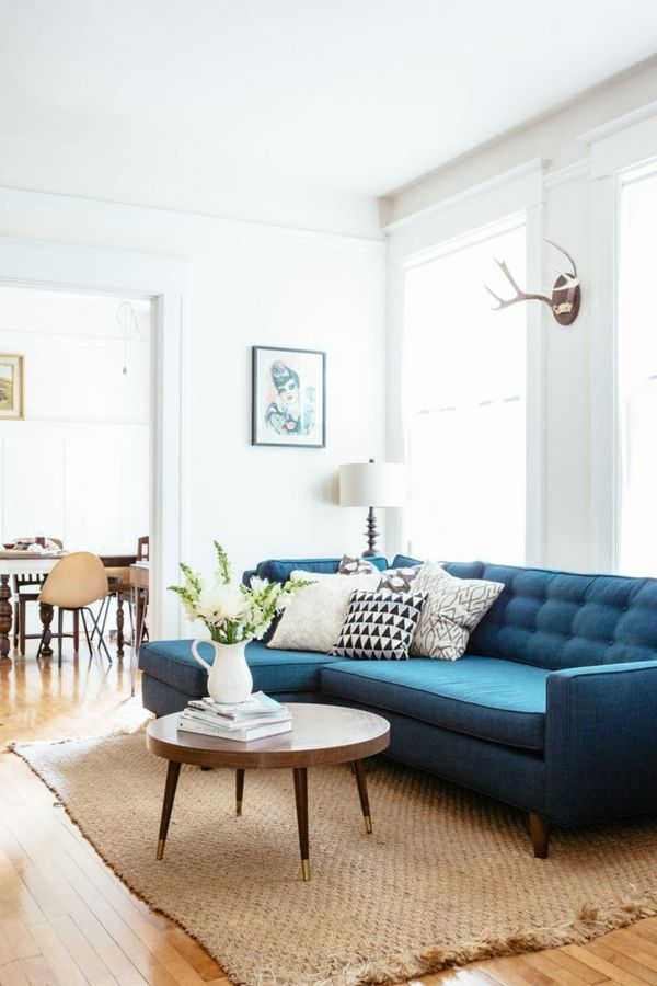 Wohnzimmer Blaues Sofa Rundes Couchtisch