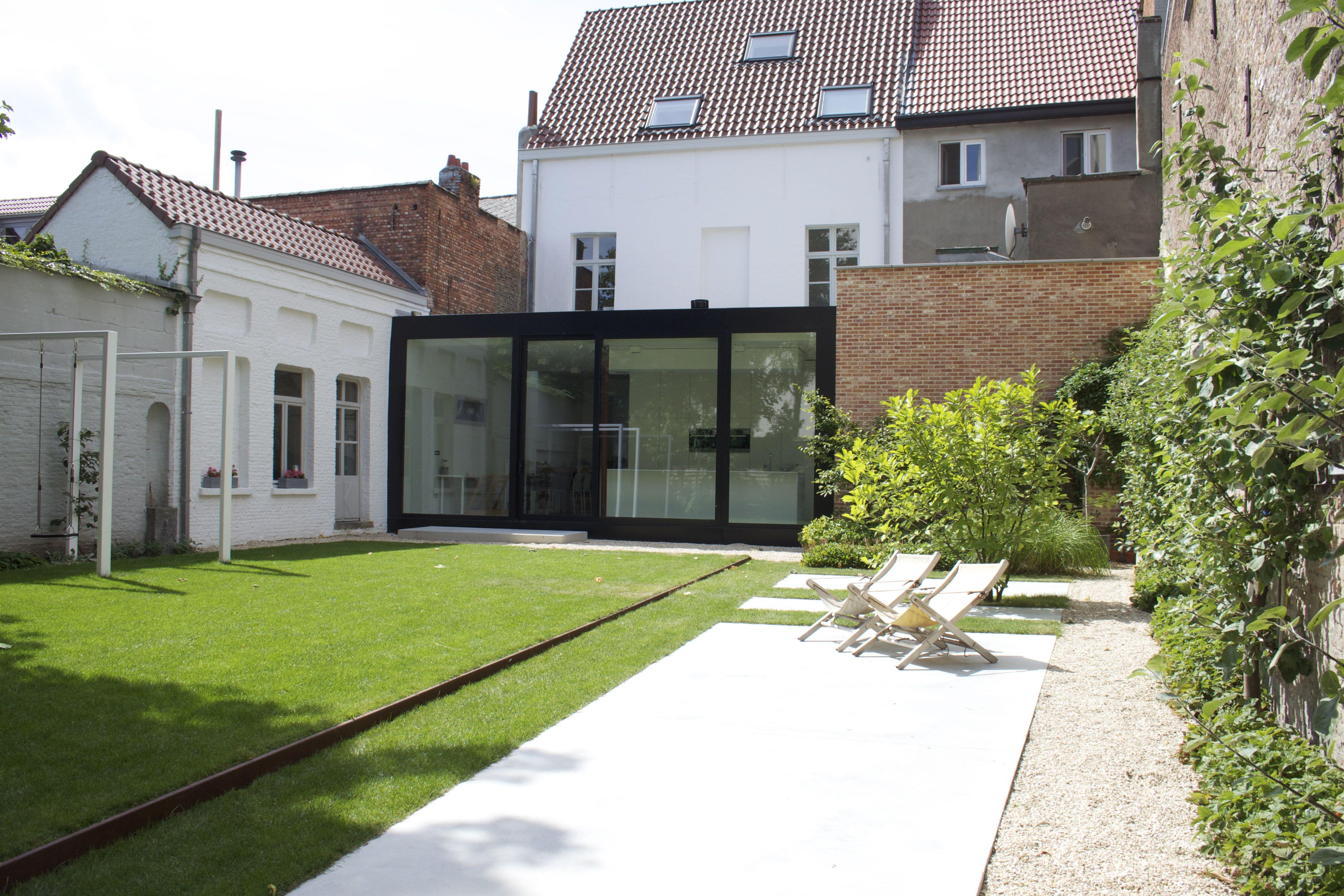 Studio k tuin mechelen 2010 verhoogd gazon cortenstaal pergola wit gelakt staal castle - Smeedijzeren pergolas voor terras ...