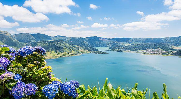 De Azoren, een eilandengebied van Portugal, bestaat uit negen eilanden met allen een vulkanische oorsprong en gelegen midden in de Atlantische Oceaan.