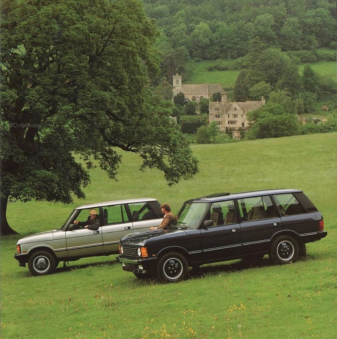 Oc On Instagram Two Stereotypical Range Rover Classic Owners Chatting Range Rover Classic Range Rover Classic