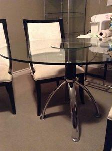 Round Glass Top Dining Table London Ontario Kijiji 185 Seats 4